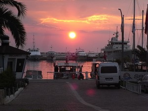 El puerto de Kusadasi, Turquía